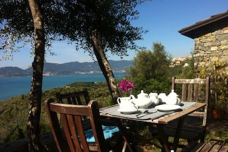 Rustico Ligure: seaview and garden - Bed & Breakfast
