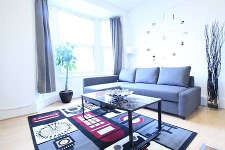 Stunning Two Bed - Edgware Road -