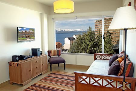 1 Bed Downtown Apartment, Lake View
