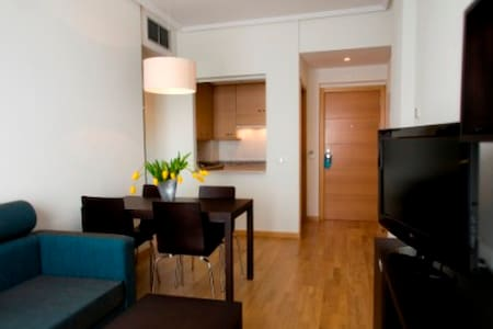 Feel Home  close to the Airport - Apartamento