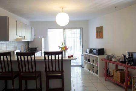 Mango Mansion Shared Room w 6 Beds - San Juan - Bed & Breakfast