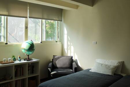 Artist's cozy flat 太原綠園道旁2F舒適公寓套房