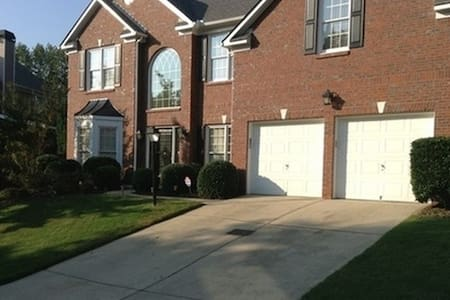 Beautiful 4 Bedroom Home with TWO GUEST BEDROOMS - Smyrna