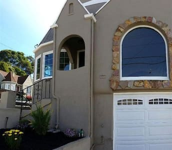 Home with a beautiful view!! - Oakland - House