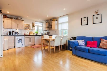 Modern Apartment, Great Location.
