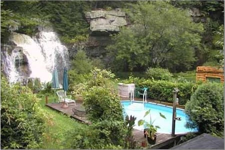 House with a view of a waterfall - Barryville - Ev