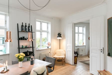 This apartment is located on the 4. Floor in the middle of Copenhagen just between Nørrebro (jægersborggade) and Frederiksberg. The apartment has one bedroom and two living rooms where one of them can turn into an extra bedroom if you are 4 people.