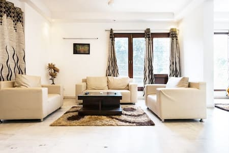 Classic 1 Bedroom @ Greater Kailash - Apartemen