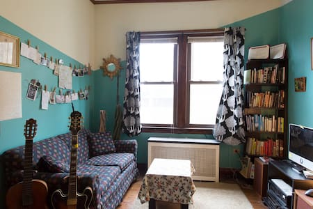 Room type: Private room Bed type: Futon Property type: Apartment Accommodates: 2 Bedrooms: 1 Bathrooms: 1
