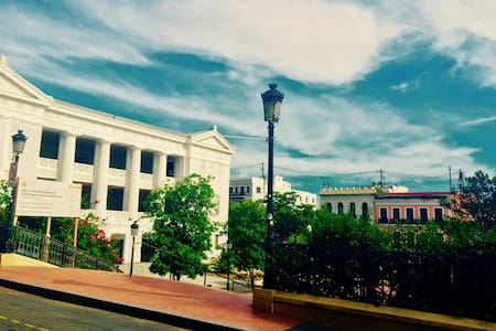 Colonial Era Apt & Balcony in OSJ