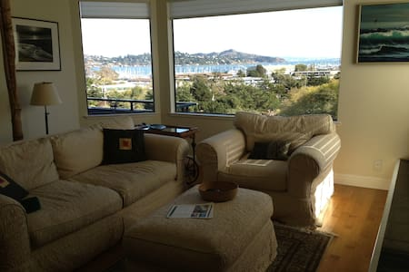 Sausalito-Sunrise Hill  Guest Room - Haus