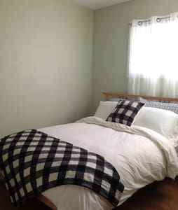 Bright Clean Cozy Room Downtown