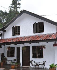 "Family ""Chalet Room No 2"" Cameron Highlands - Tanah Rata - Almhütte"