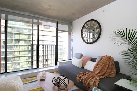 Lush Oasis In The Heart Of Gas town - Vancouver - Apartment