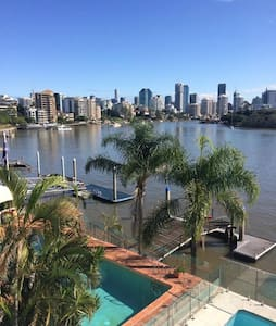 City and River Views 2kms to CBD - East Brisbane - Loft
