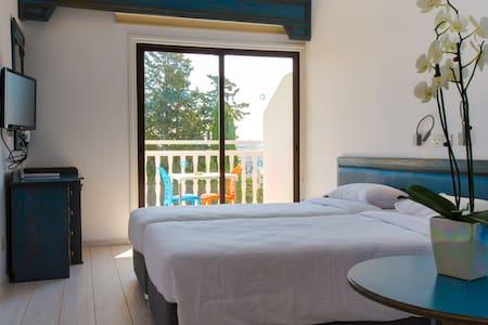 Standard Twin bedded room (208) - Limassol