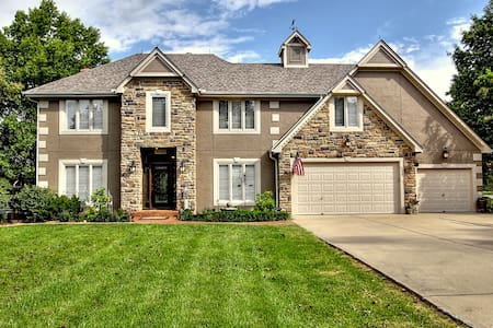 Private gated estate on acreage - Kansas City