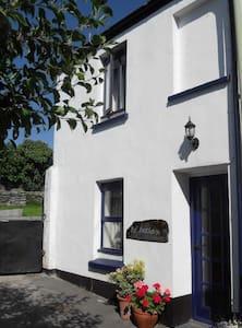 The Deckhouse Cottage - Appledore