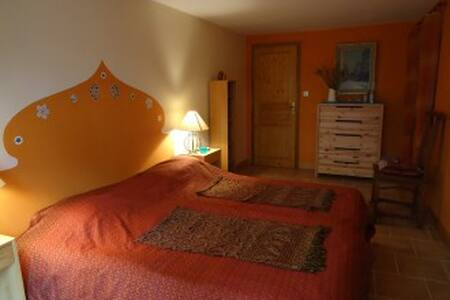 Chambre à la campagne - Saint-Victor-Rouzaud