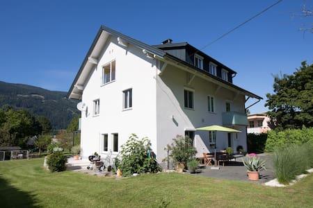 100m² große, helle Wohnung am See - Társasház
