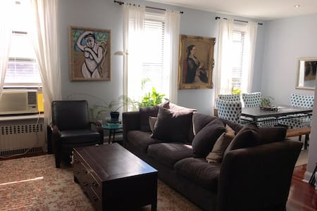 Updated, clean and spacious 2 bedroom home with a large terrace on a picturesque street in Cobble Hill. Flooded with southern light, comfortably appointed, and convenient to a plethora of public transportation, this is a perfect Brooklyn spot!