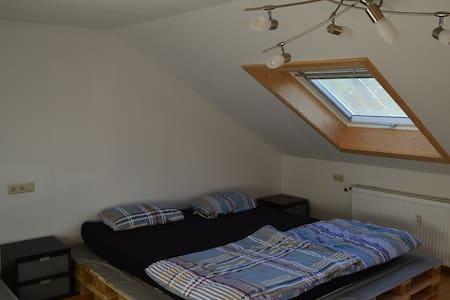 3 -Zimmer Dachgeschoss Wohnung - Wohnung