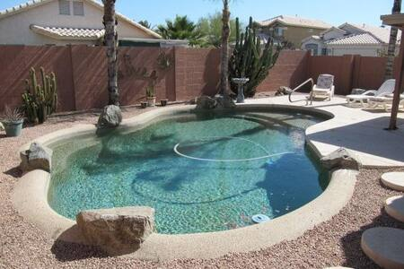 Mid-Century Style 3 BD House with Private Pool - Mesa - Haus