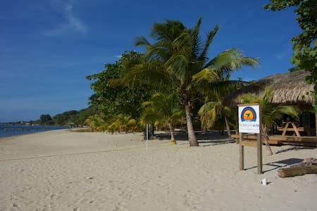 Private beach and shade deck! Relax - Roatan