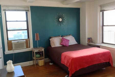 Spacious Room: Manhattan Midtown/HK