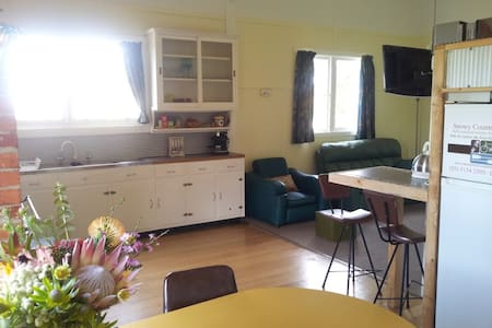 Snowy River Country Holiday Cottage - Hus