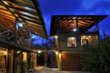 $299/night. Sep - Nov. Hilltop House in Esterillos - Esterillos Oeste - Casa