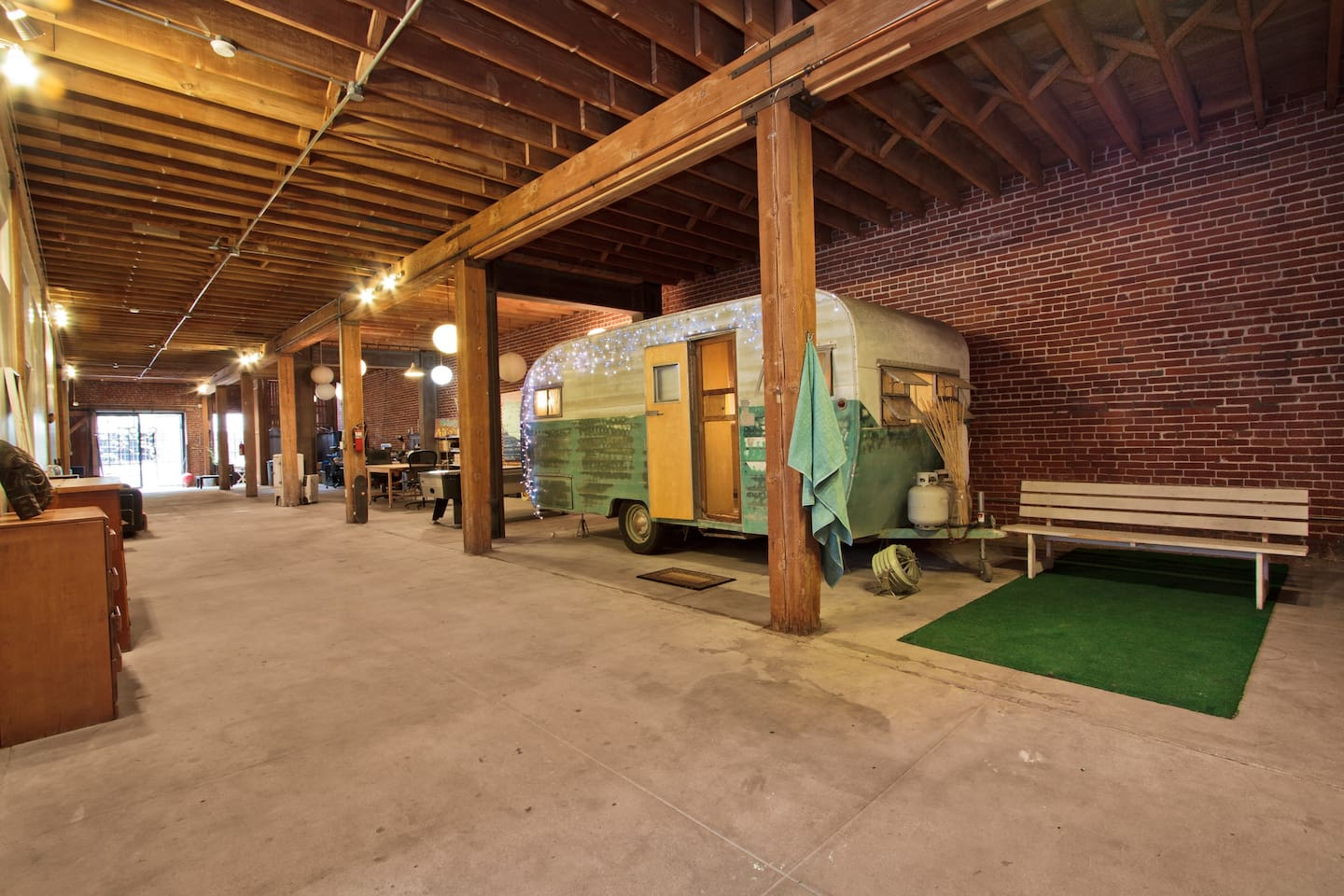 Vintage Trailer In Huge Loft Dtla Lofts For Rent In