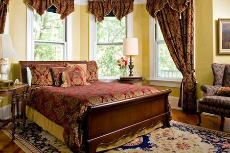 Hoyt House B&B Queen Room 2nd Fl - Fernandina Beach