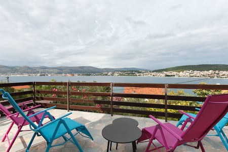 Apartment 30 m from the sea Trogir - Apartment