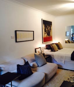 Chic, Charming, light filled studio - Potts Point - Apartment