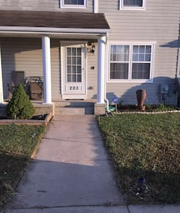 3 Bedroom 1.5 Bath Townhome - Elkton - Townhouse