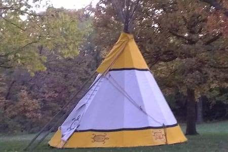 Chicken Ranch Resort, TeePee Camp - Garden City