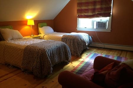 Berkshires- Large Room/Private Bath - Talo