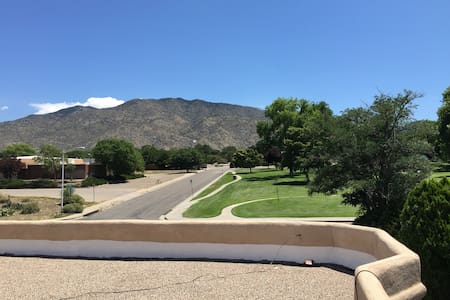 House is right across the street from a park. View of the mountains and the city from the rooftop terrace. Very close to tramway. A great place to set as your home base to explore the city and surrounding areas! Cozy home to a working professional and friendly pup!