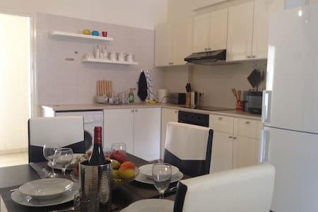 Уютный апартамент с двориком в Пэйе - Paphos