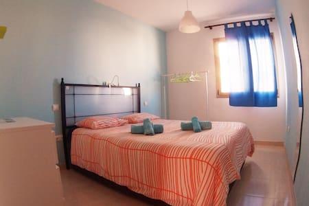 """""""Short"""" Private Bedroom - El Cotillo - Bed & Breakfast"""