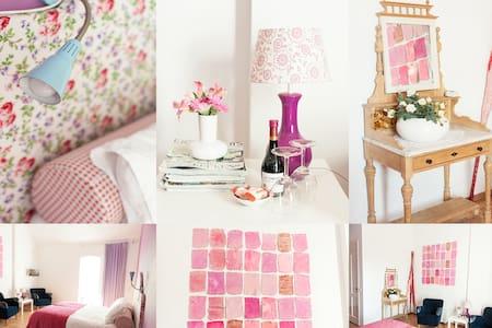 Sfeervolle ruime kamer - Bed & Breakfast