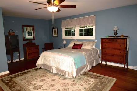Private Comfortable Bed & Breakfast - Bed & Breakfast