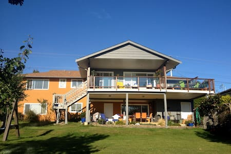 Ocean View and Service at it's Best - Campbell River - Bed & Breakfast