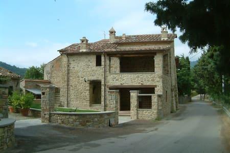 Casa rurale di fine 400 in Umbria - Villa