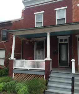 1920s Rowhouse, an easy walk from Baker Park - Casa