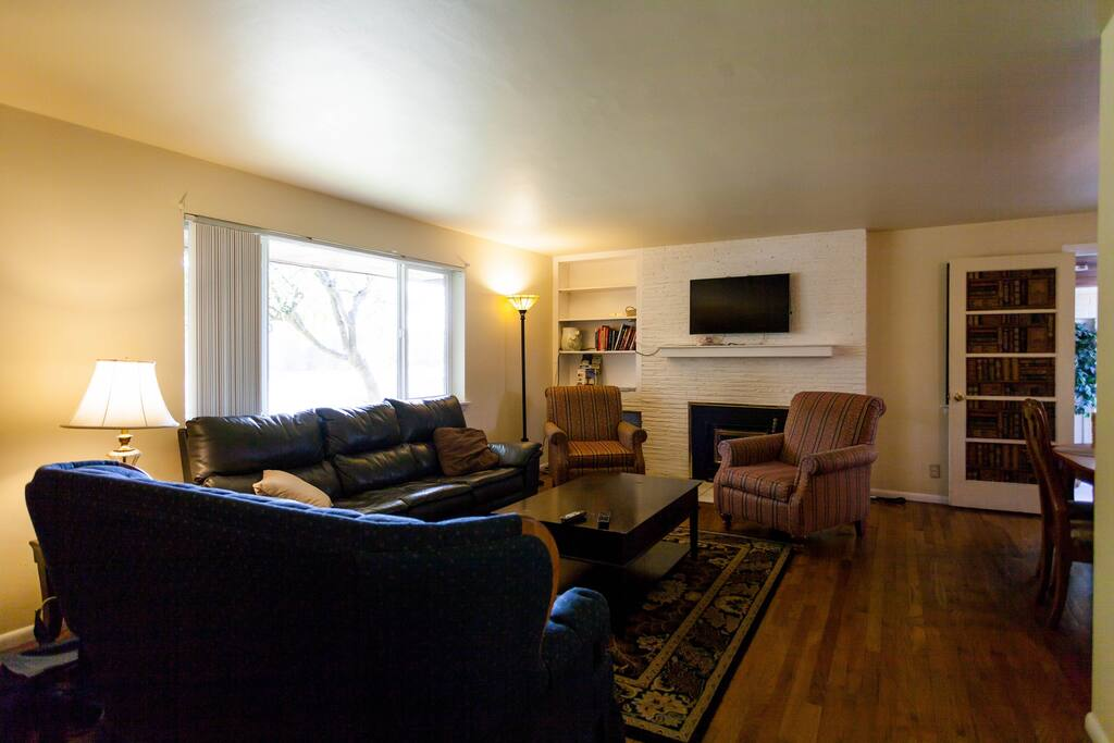 Living room  with TV/cable and Netflix