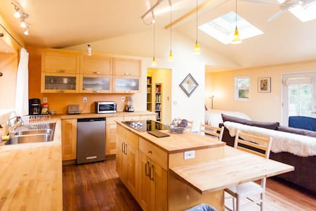 Bright Studio, Sunset Meadows - Vashon - Talo