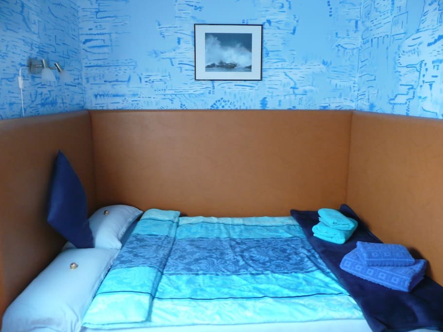 The bed in your room is 1,40 m x 2,00 m with a new mattress and good reading light