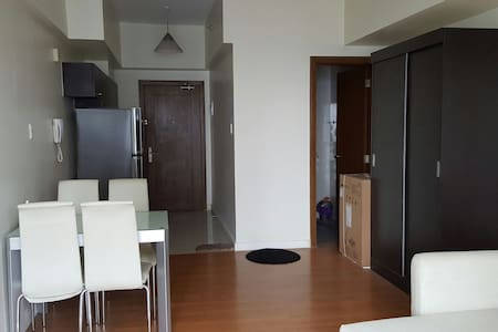 Room type: Entire home/apt Bed type: Pull-out Sofa Property type: Condominium Accommodates: 2 Bedrooms: 0 Bathrooms: 1